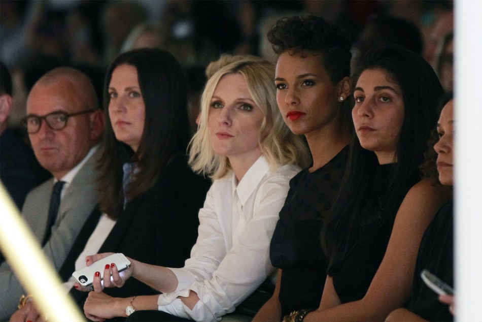 Singer Alicia Keys (2nd R) watches a presentation of the Jason Wu Spring/Summer 2014 collection during New York Fashion Week September 6, 2013. (REUTERS/Lucas Jackson)