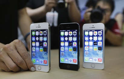 Apple launches iPhone 5S