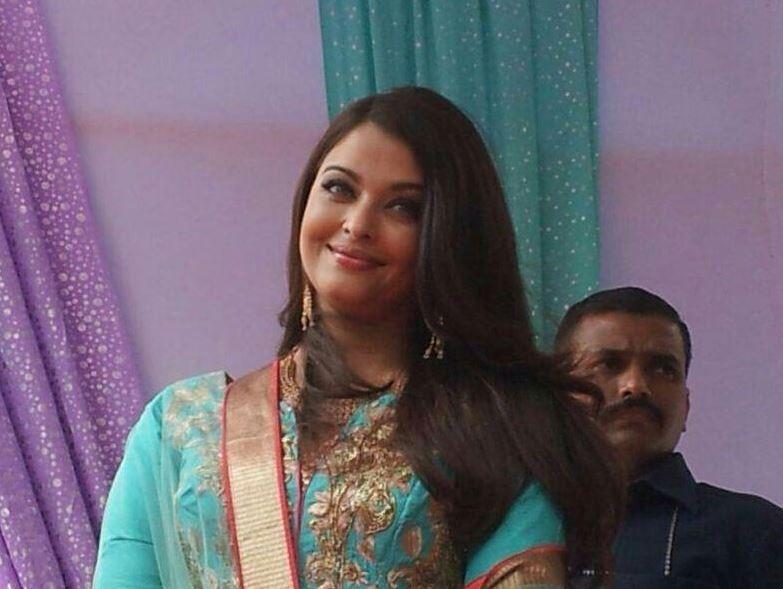 aishwarya rai bachchan looks stunning in aqua