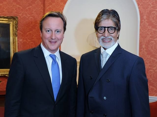 Amitabh Bachchan poses with Prime Minister David Cameron at House of Commons in London, 11 September. The veteran Bollywood actor was honoured with Global Diversity Award. (AmitabhBachchan/Facebook)