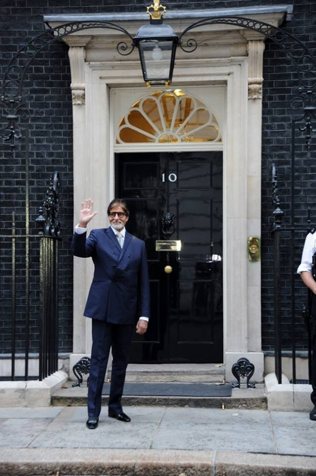 Amitabh Bachchan poses outside 10 Downing Street in London. (AmitabhBachchan/Facebook)