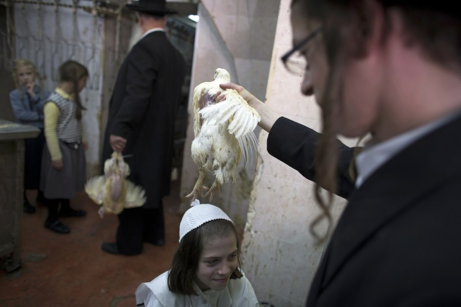 Yom Kippur: Orthodox Jews believe chickens can remove their sins