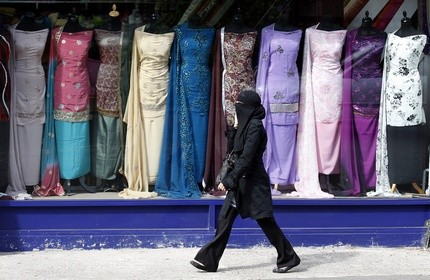 Government has no plans to ban wearing of the veil in public