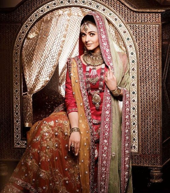 Aishwarya Rai in her first photo for Kalyan Jewellers campaign (Photo: Kalyan Jewellers/Facebook)