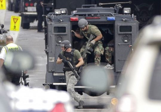 Emergency response teams arrive at Washington Navy Yard in the immediate aftermath of the shooting