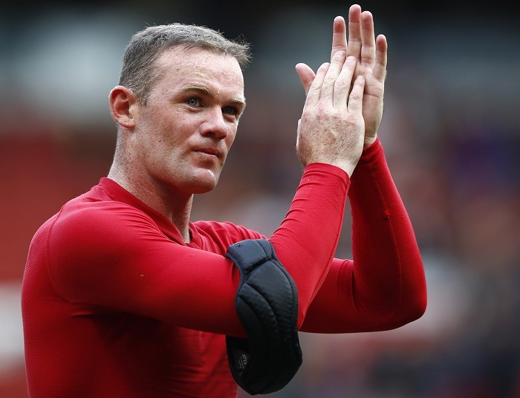 Manchester United's Wayne Rooney applauding. Man U's manager David Moyes and bumper financial results makes football club increase fiscal outlook for 2014 (photo: reuters)