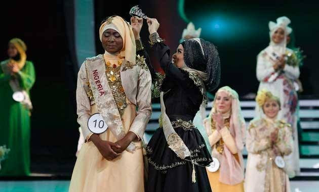 Obabiyi Aishah Ajibola of Nigeria is crowned the World Muslimah 2013 in Jakarta, Indonesia, on 18 September. (Photo: WorldMuslimahFoundation/Facebook)