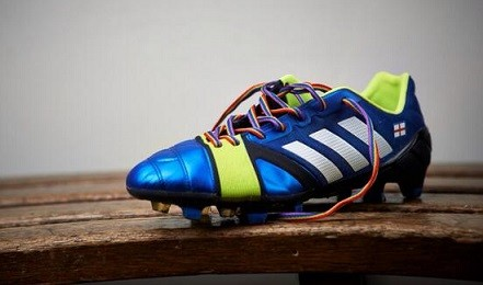 The laces were sent out to all 92 professional clubs in England, plus the 42 in Scotland (Twitter/Joey7Barton)