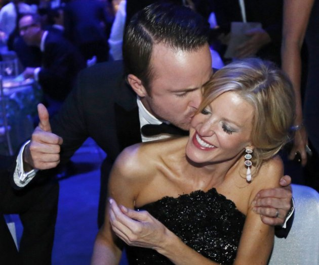 Actors Anna Gunn and Aaron Paul celebrate the success of Breaking Bad at the Governors Ball for the 65th Primetime Emmy Awards in Los Angeles September 22, 2013. (REUTERS/Mario Anzuoni)