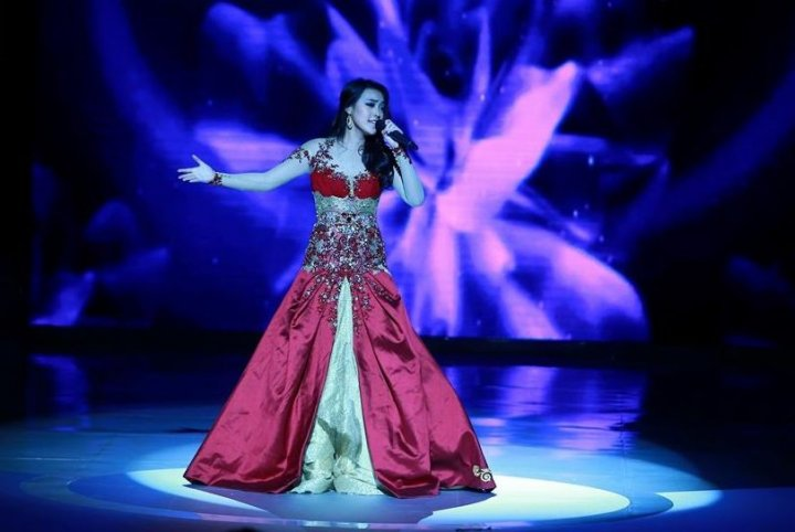 Miss Indonesia 2013, Vania Larissa, sings during the Talent Competition final at Miss World 2013 pageant in Bali. She won the talent round. (Photo: Miss World Organisation)
