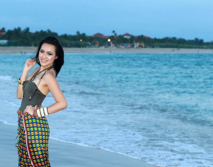 Miss Indonesia poses on the beach during the final round of Beach Fashion contest of Miss World 2013 pageant in Bali, Indonesia. (Photo: Miss World Organisation)