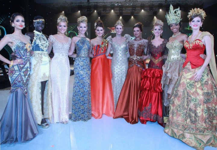 Top Model contestants of Miss World 2013 pageant pose after the model contest. They are (from left to right): Miss Philippines, Miss South Sudan, Miss England, Miss United States, Miss Cyprus, Miss Italy, Miss France, Miss Brazil, Miss Cameroon, and Miss