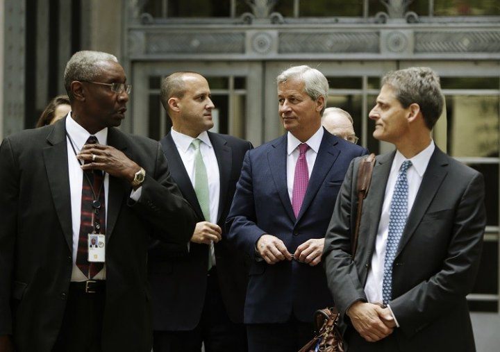 JPM CEO Jamie Dimon (2nd R) leaves the US Justice Department after meeting with Attorney General Eric Holder, in Washington September 26, 2013 over a possible $11bn settlement to end mortgage probes (Photo: Reuters)