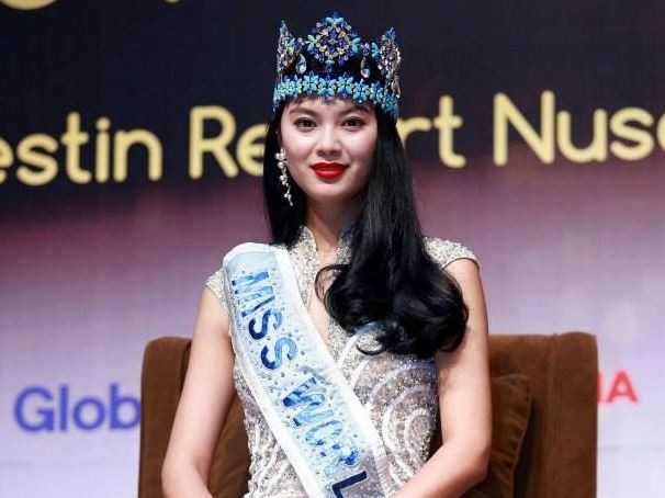The Miss World 2012 title was awarded to Yu Wenxia on August 18, marking the second time that Miss China had been crowned the honor. The last time China won the Miss World competition was in 2007 when Zhang Zilin took the pageant.