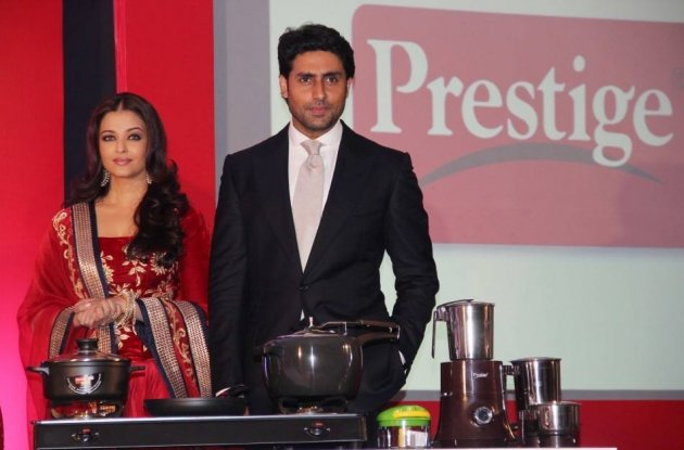 Aishwarya Rai Bachchan and Abhishek Bachchan's Sizzling Chemistry in New Ad [Facebook/World of Aish]