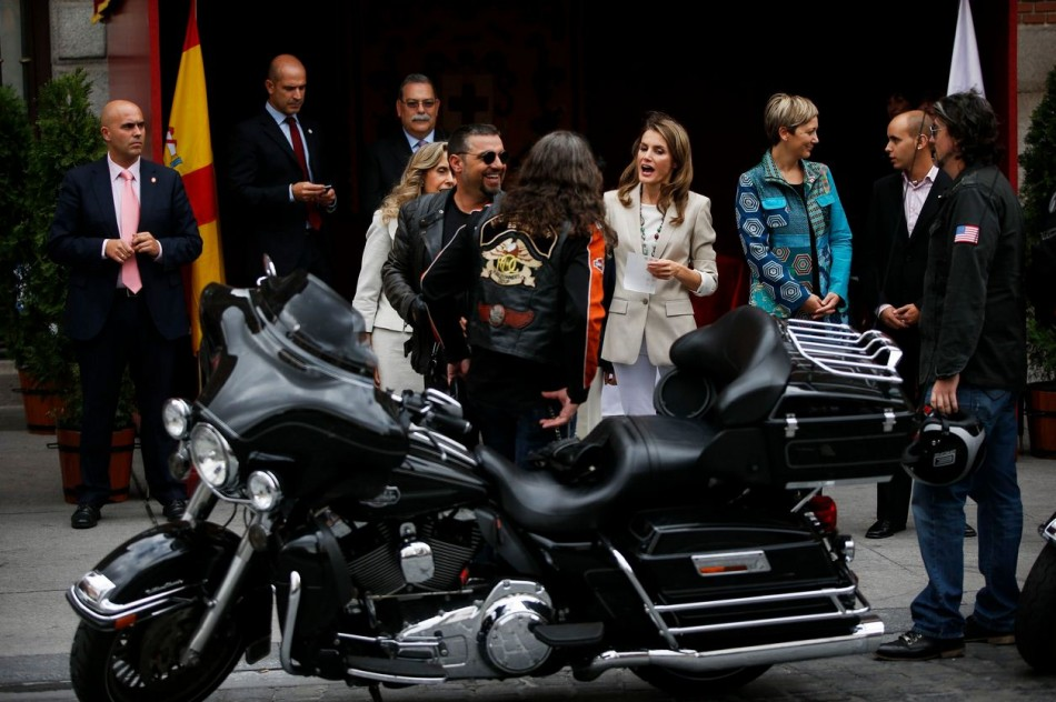 Princess Letizia talks to bikers as she collects money donations. (Photo: REUTERS/Susana Vera)
