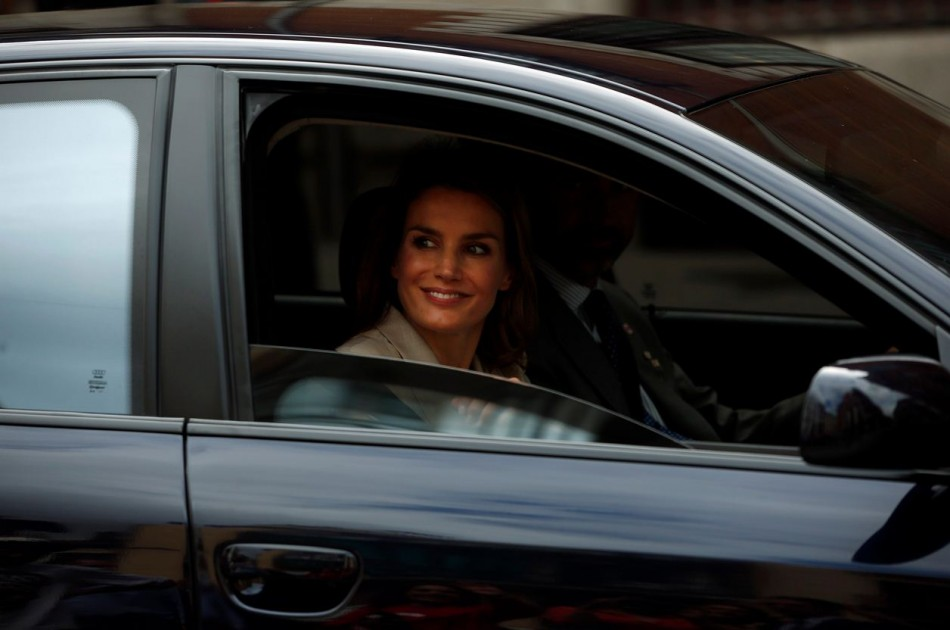 Princess Letizia smiles as she leaves after collecting money donations. (Photo: REUTERS/Susana Vera)
