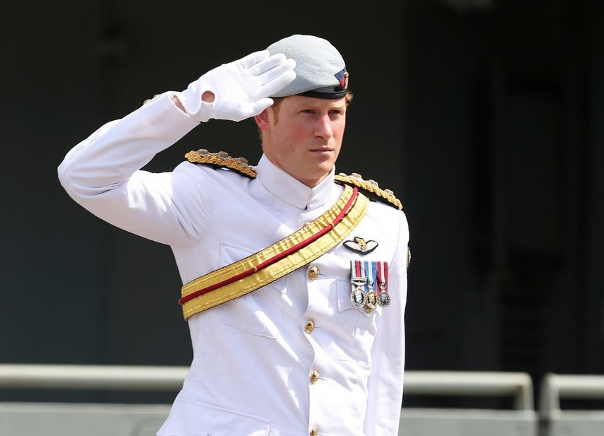 Dressed in an all-white Navy outfit, Prince Harry attended the International Fleet Review in Sydney on 5 October. (Photo: REUTERS)