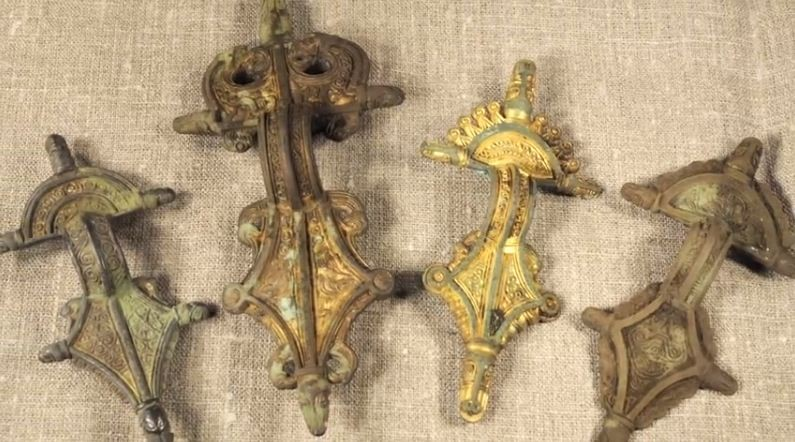 Metal items found at the site. (Photo: YouTube Video Screenshot/LundUniversity)