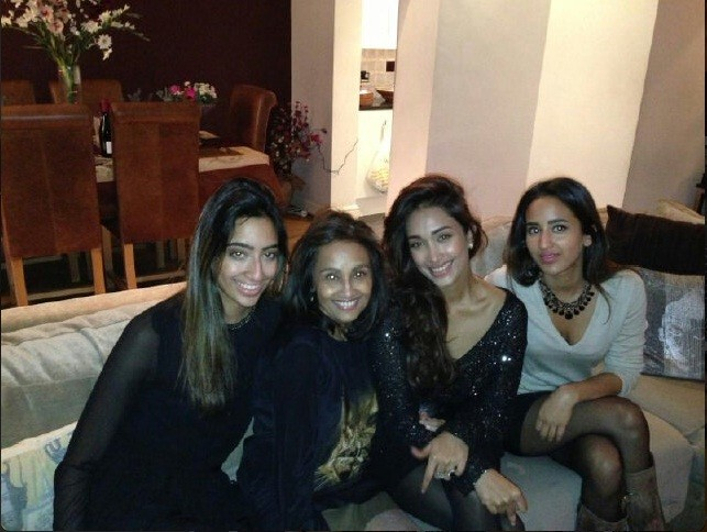 Jiah Khan with mother Rabiya and sisters at a happy time