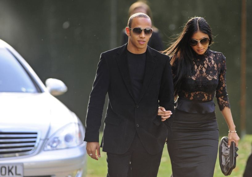 Nicole Scherzinger says she an Emotional Wreck atfer Break up/Reuters
