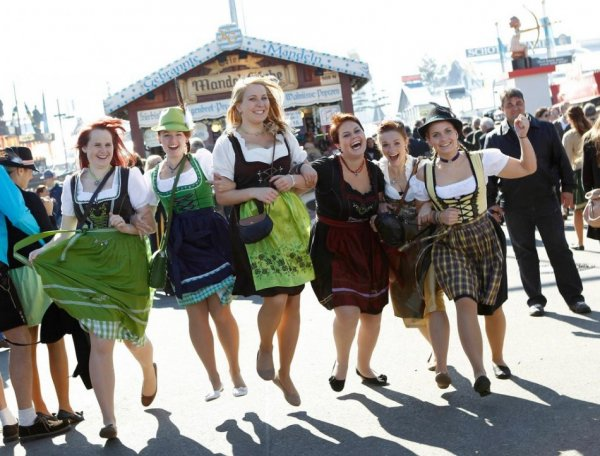 Young women from Baden-Wuerttemberg pose while wearing Bavarian dirndls at Munich's 180th Oktoberfest. (Photo: Reuters)
