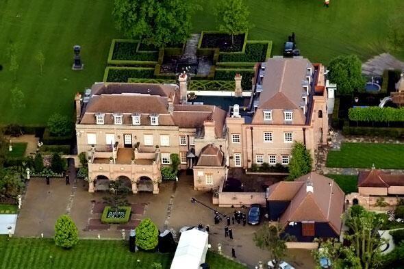 David beckham and posh sell beckingham palace to insurance man - Maison de david beckham ...