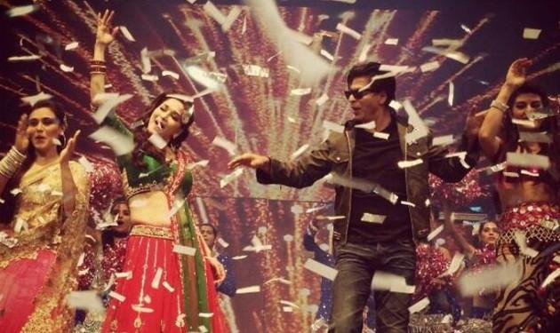 L to R: Bollywood actresses Rani Mukherjee and Madhuri Dixit perform with Shah Rukh Khan . (Photo: Twiter/@iamsrk)