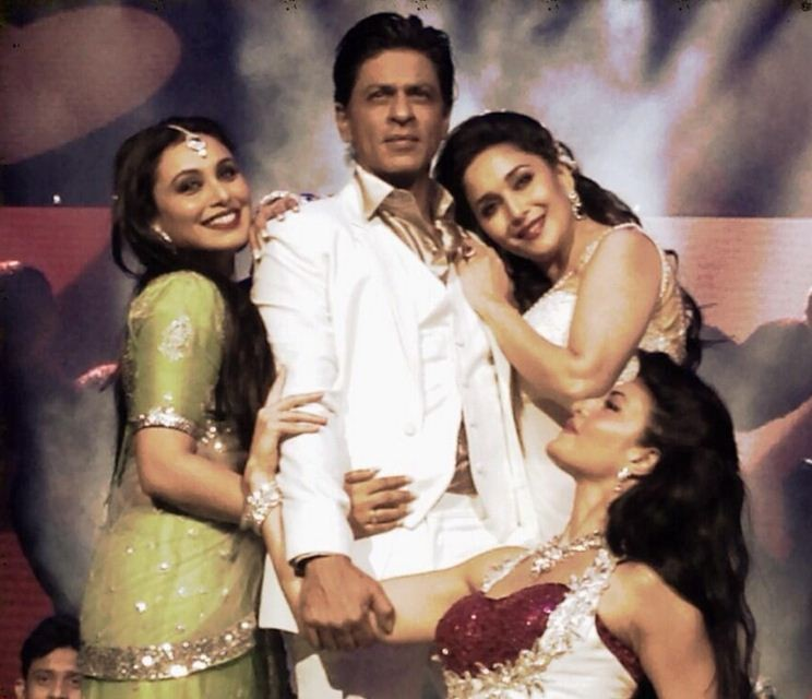 Popularly dubbed as King Kha, Shah Rukh Khan is flanked by Bollywood actresses Rani Mukherjee, Madhuri Dixit and Jacqueline Fernandez on stage. (Photo: Twiter/@iamsrk)