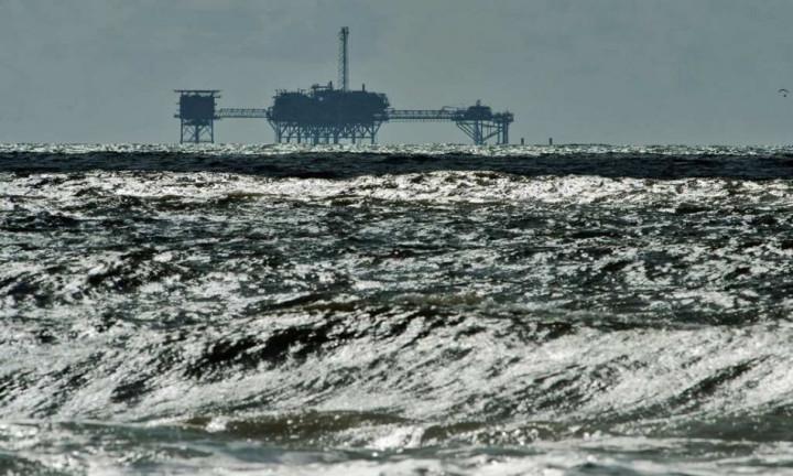 US Government Shutdown: Benchmark Crude Futures Vacillate