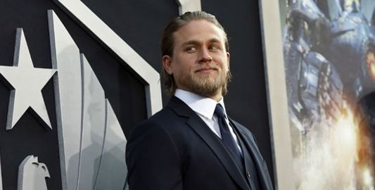 Charlie Hunnam's neighbors witnessed fans leaving inner garments on his doorknob.(Reuters)
