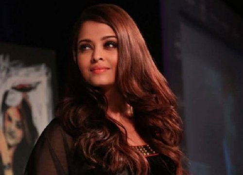 Bollywood diva Aishwarya Rai Bachchan attended the Oldest Longines Watch in India contest organised by the company in Taj Palace in New Delhi. (Facebook/AshOfficial)