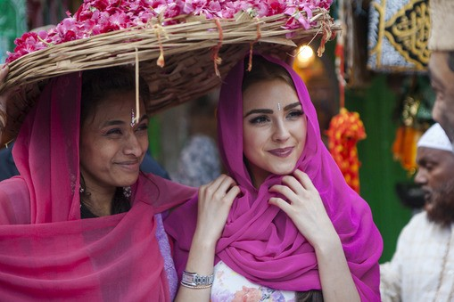 Miss Universe 2012, Olivia Culpo of USA visits a mosque in Delhi during her India visit in October. (Photo: Miss Universe Organization)