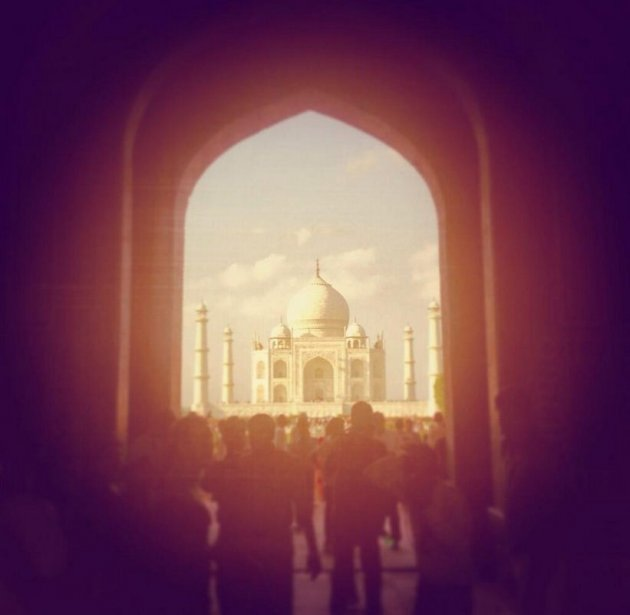 Culpo posted this photo of Taj Mahal on Twitter (Photo: Twitter/@oliviaculpo)