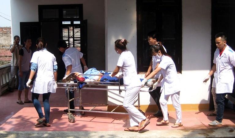 Injured arrive in Hanoi