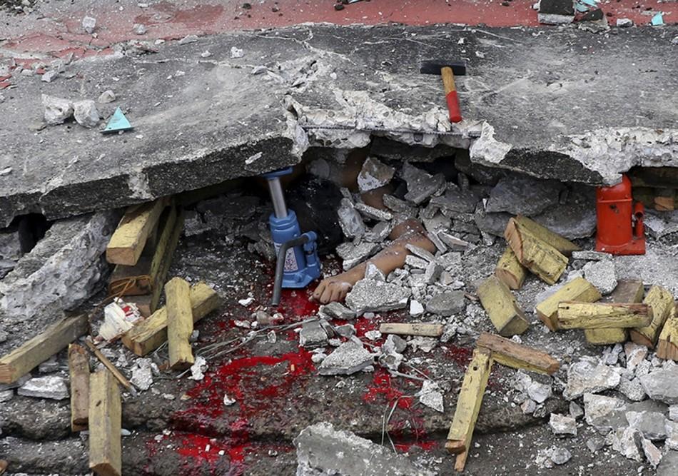 debris earthquake Cebu