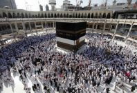 Muslim pilgrims pray at the Grand Mosque in the holy city of Mecca during Hajj 2013. (Photo: REUTERS)
