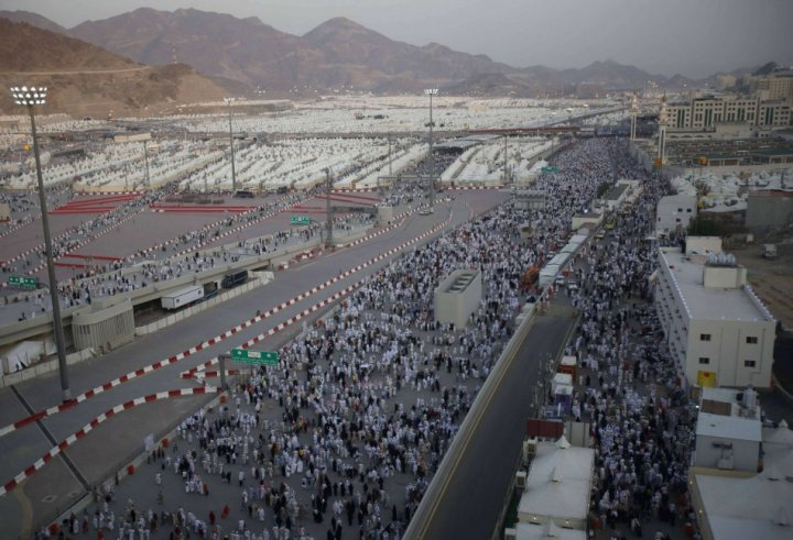 Muslim pilgrims arrive to cast pebbles at wall that symbolizes devil during annual Hajj pilgrimage in Mina. (Photo: REUTERS)