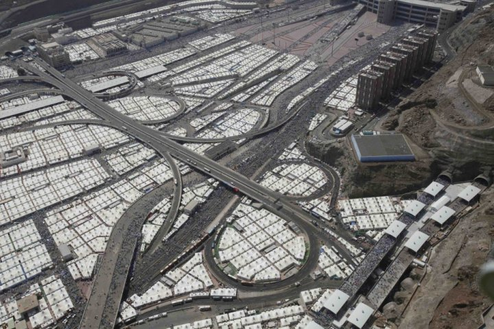 An aerial view shows tents of Muslim pilgrims in Mina, where they throw stones at wall symbolizing devil, as part of Hajj rite. (Photo: REUTERS)