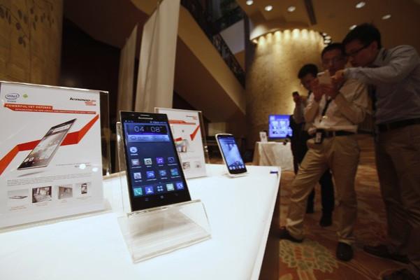 Lenovo Investigates BlackBerry Takeover
