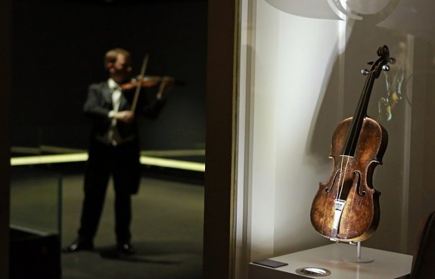 Titanic Violin Goes to Auction (Reuters)