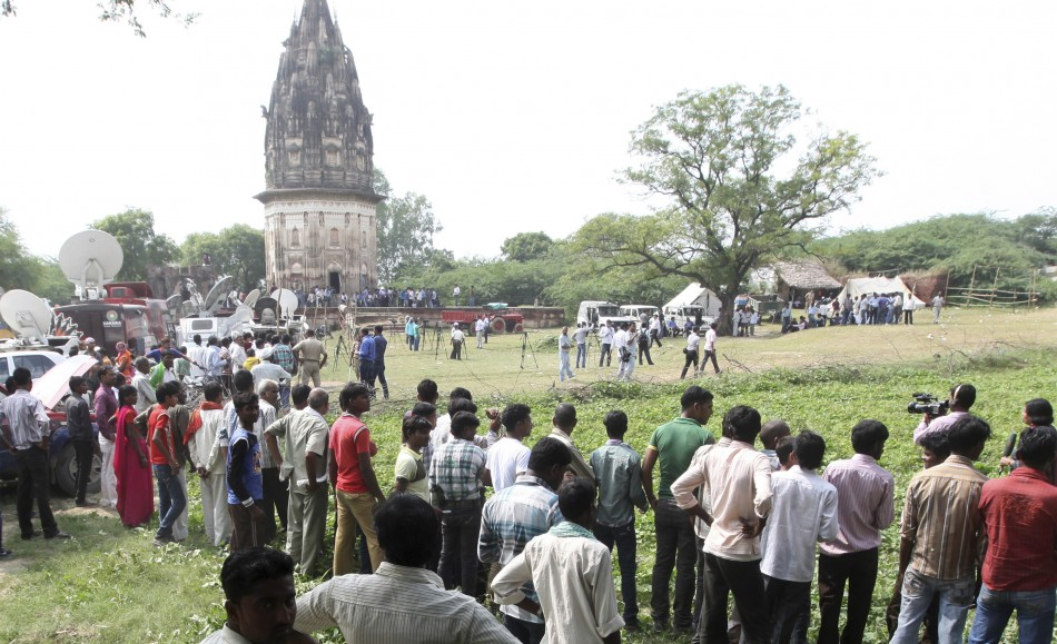 A team of archaeologists excavate for golden treasure at Daundia Khera village in the northern state of Uttar Pradesh.