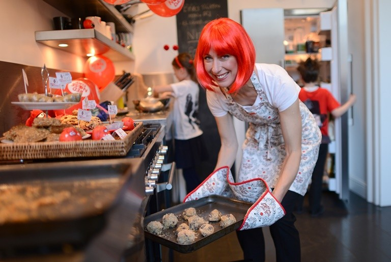 Sam Cam bakes for Comic Relief