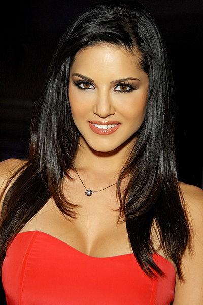 US porn actress Sunny Leone is now trying to establish herself in Bollywood