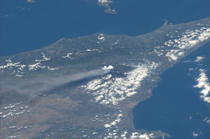 Aerial view of the 14th eruption of Mount Etna by Italian astronaut Luca Parmitano. (Photo: Twitter @astro_luca).