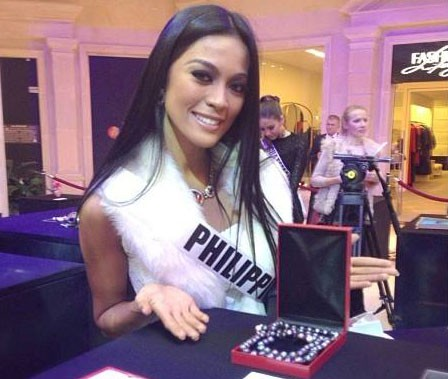 Miss Universe Philippines 2013 Ariella Arida revealed her national gift for the auction event.(Instagram)