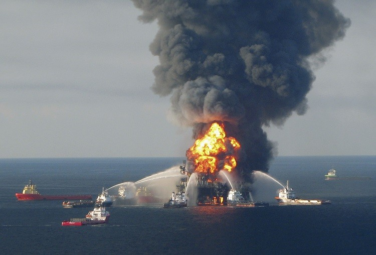 An explosion on BP's Deepwater Horizon rig on 20 April 2010, which killed 11 workers and sent more than 4 million barrels of oil into the sea (Photo: Reuters)