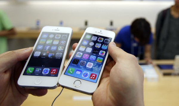 Apple is working to patch an iOS 7 error that reboots the iPhone