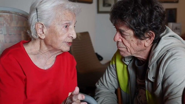 Shirley Novick (l) and Lou Reed talk in Red Shirley