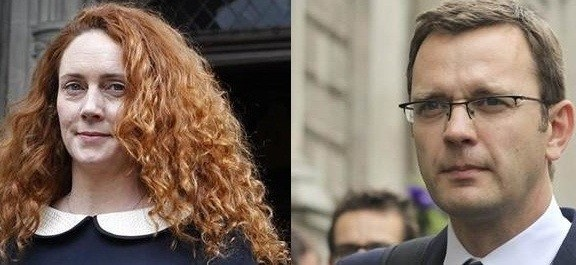 Rebekah Brooks (l) and Andy Coulson had an affair